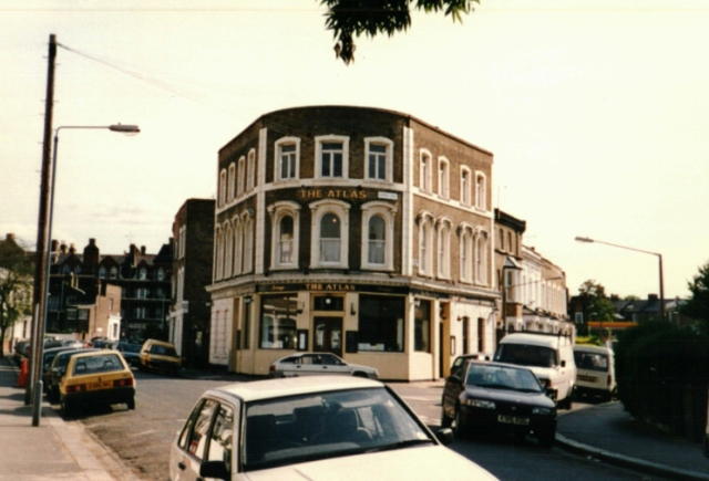 1995 - The Atlas pub at the junction of Winston Road and Lidfield Road.